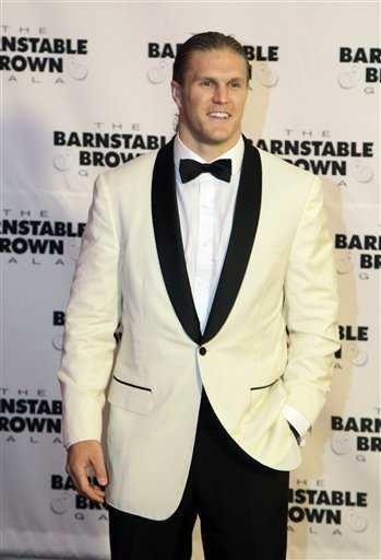Clay Matthews of the Green Bay Packers looked handsome in an A&B suit, styled by founder and CEO, David Schottenstein.